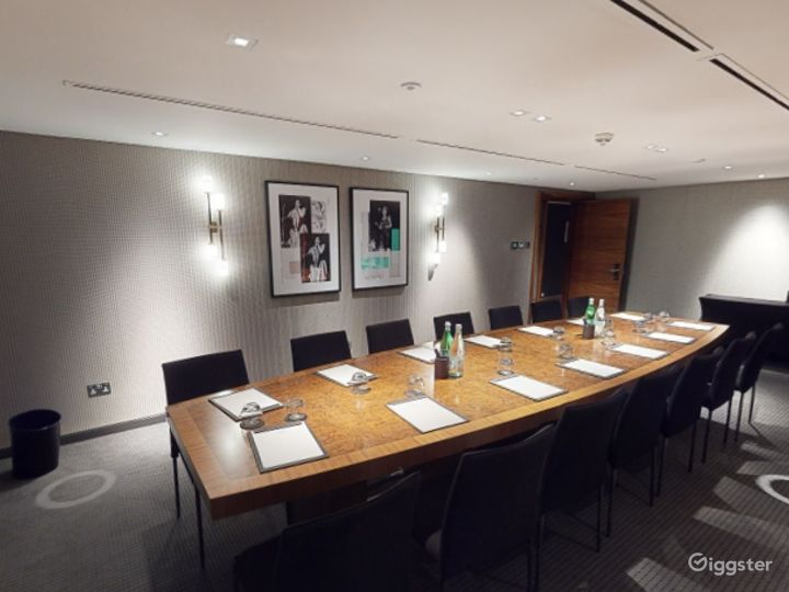 Refined Private Room 6 in Manchester Photo 5