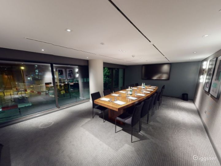 Refined Private Room 6 in Manchester Photo 2