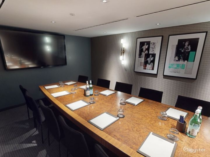 Refined Private Room 6 in Manchester Photo 4