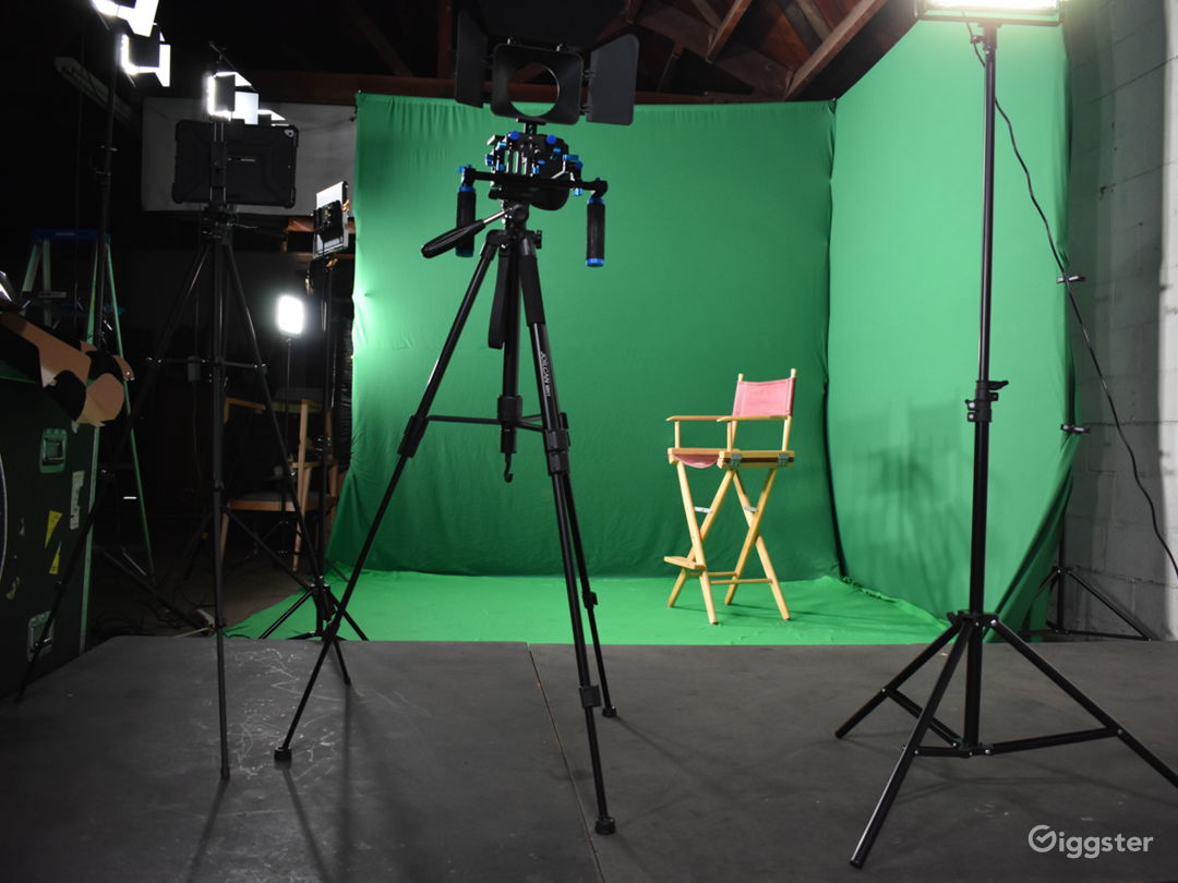 Price Friendly Convenient Studio with Green Screen Photo 1