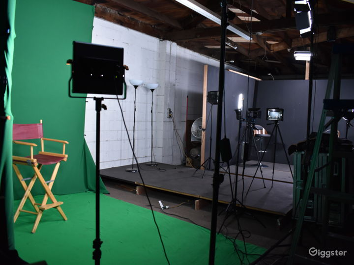 Price Friendly Convenient Studio with Green Screen Photo 2
