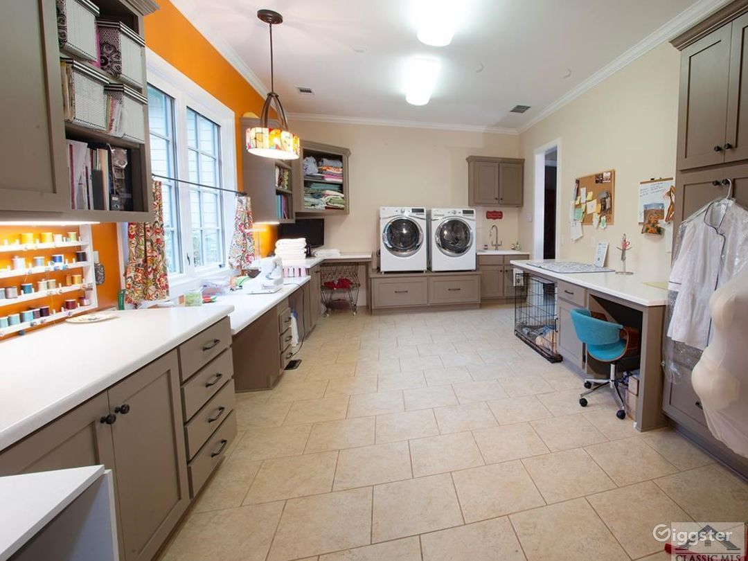 Large laundry / Activity space