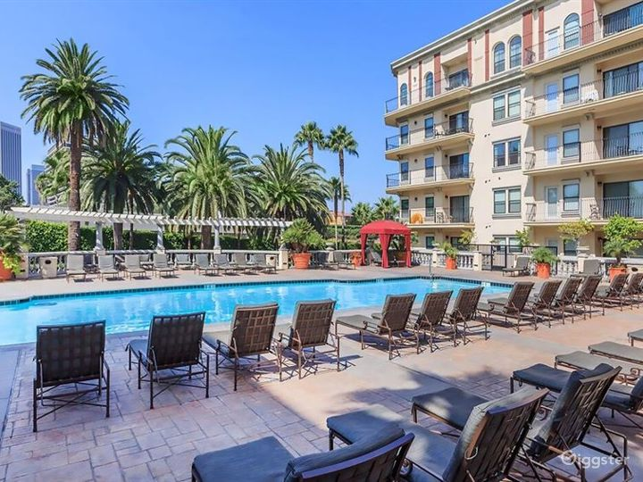 Luxury Pool in Heart of LA Photo 4