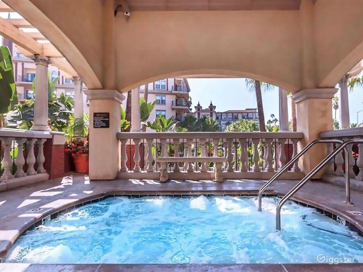 Luxury Pool in Heart of LA Photo 2