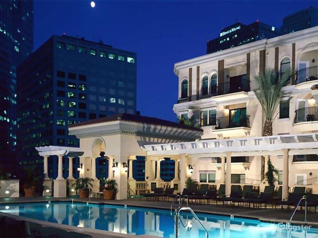 Luxury Pool in Heart of LA Photo 1