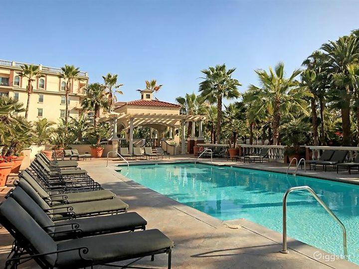 Luxury Pool in Heart of LA Photo 3