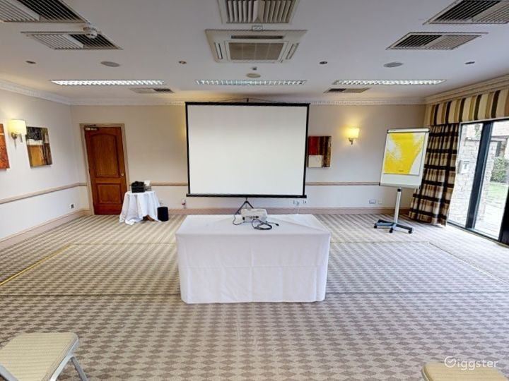 Low-ceilinged Meeting Room in Oxford Photo 2