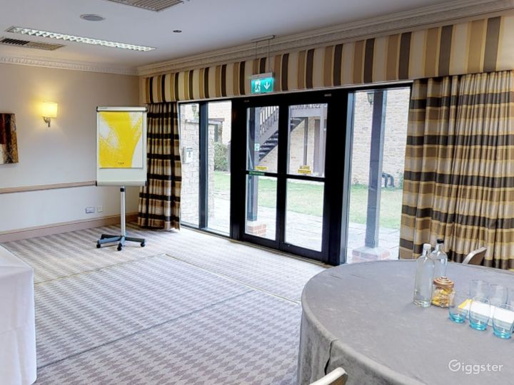 Low-ceilinged Meeting Room in Oxford Photo 5