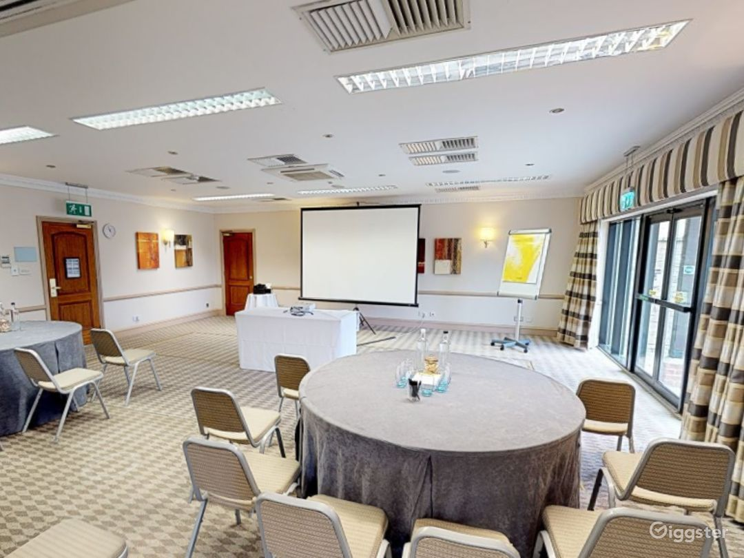 Low-ceilinged Meeting Room in Oxford Photo 1