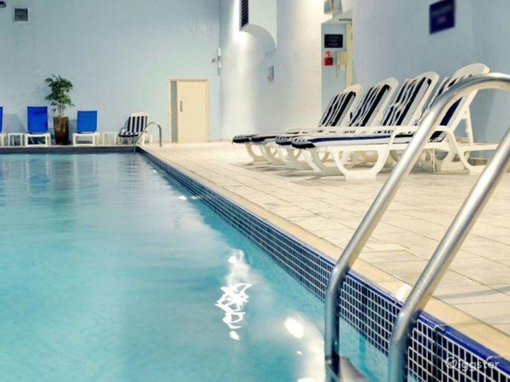 Hotel Pool in York Photo 5