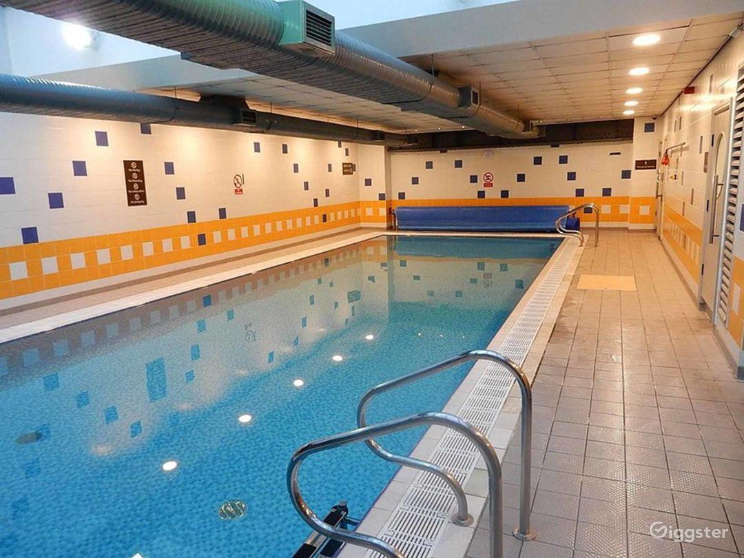 Hotel Pool in York Photo 1