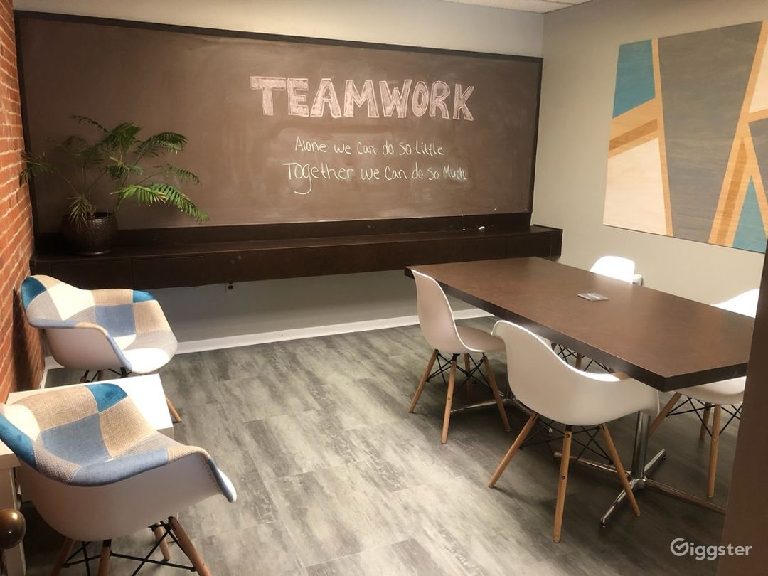 Clementine Room - Cozy Caulk board Meeting Room Photo 1