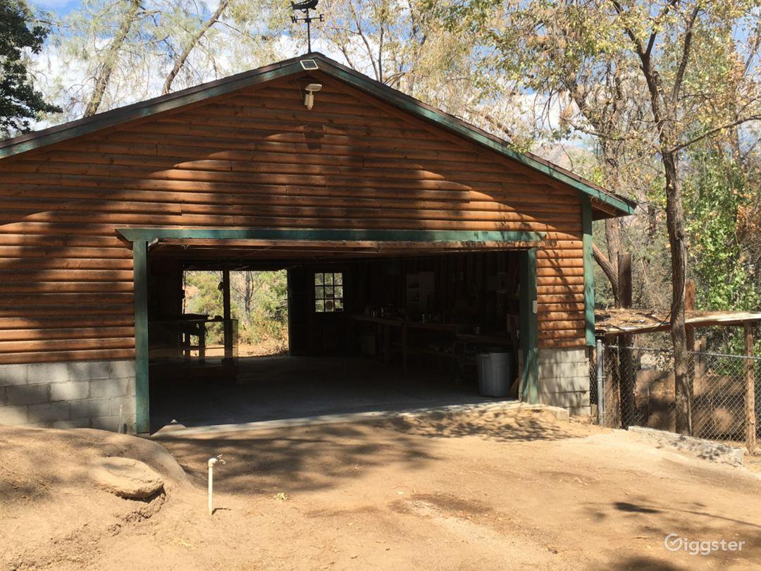 900 sqft barn /garage  w storage room