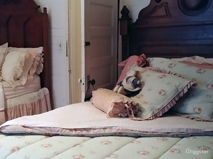Room with Two Full-size Victorian Beds Photo 2