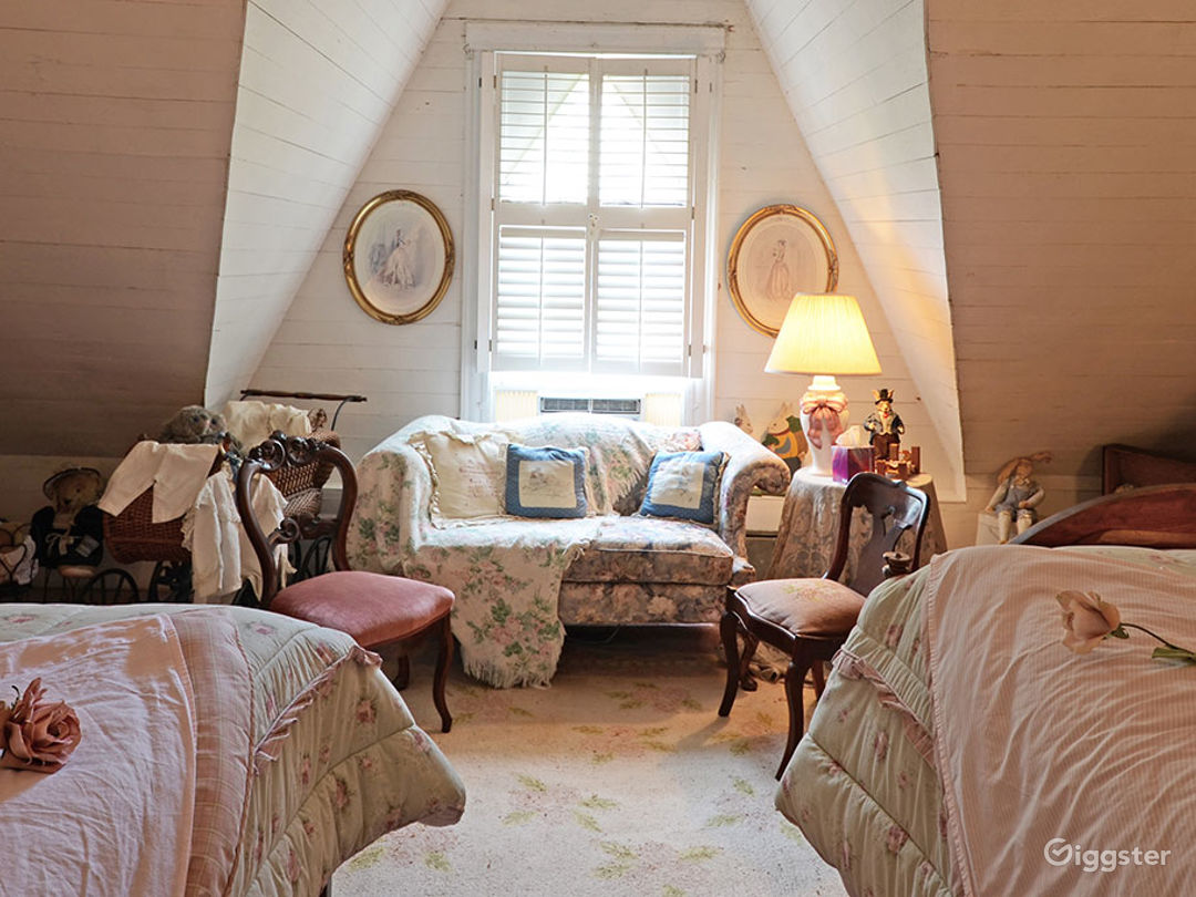 Room with Two Full-size Victorian Beds Photo 1