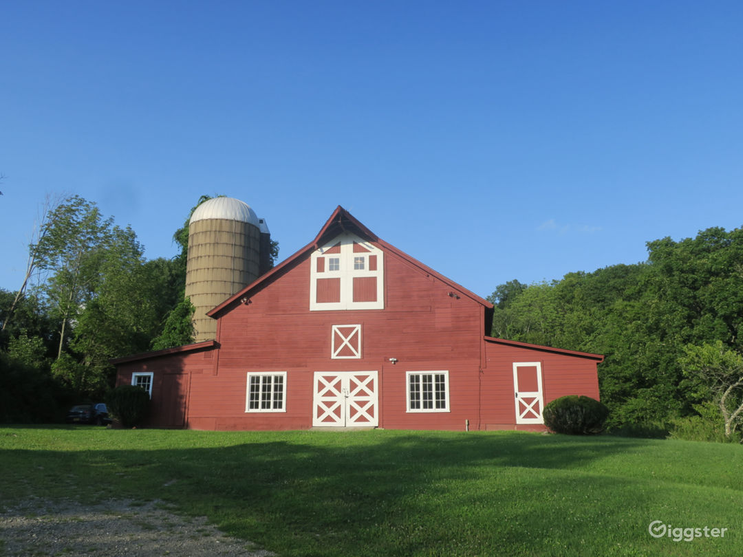 19c heritage Dutch dairy barn front view