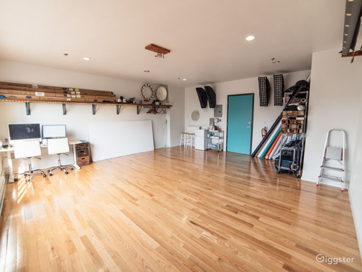 Upscale & Fully Equipped Photo Studio
