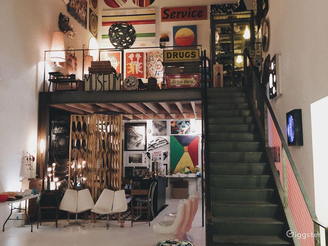Creative Atmosphere in Hidden Venice Art Studio Photo 2