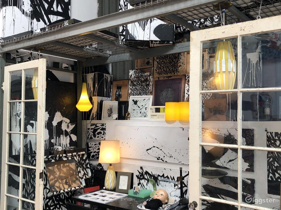 Creative Atmosphere in Hidden Venice Art Studio Photo 5