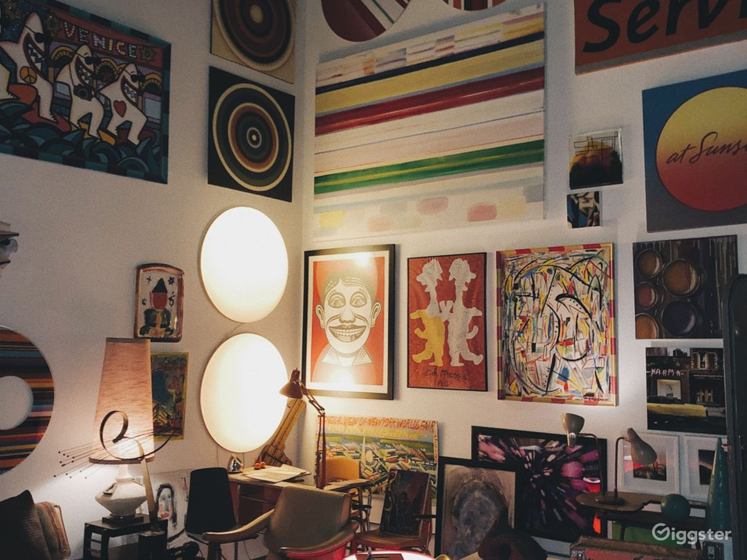 Creative Atmosphere in Hidden Venice Art Studio Photo 3