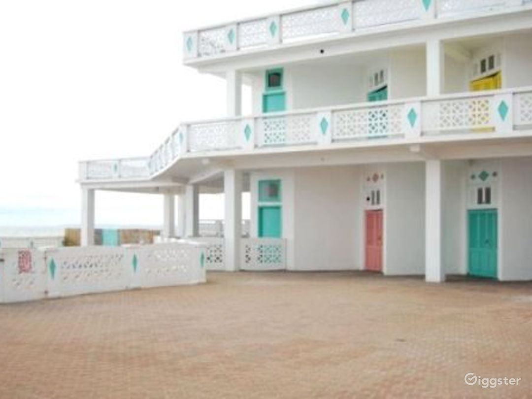 Funky beach club with pool: Location 515 Photo 1