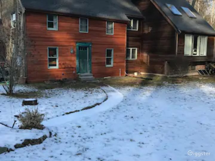 Home in the woods, lots of open space, great sound Photo 5