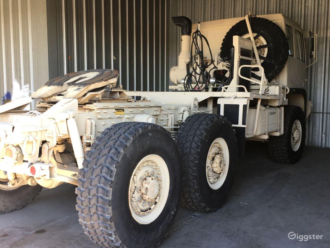 STEWART & STEVENSON MILITARY TRUCK TRACTOR M1088A1 Photo 2