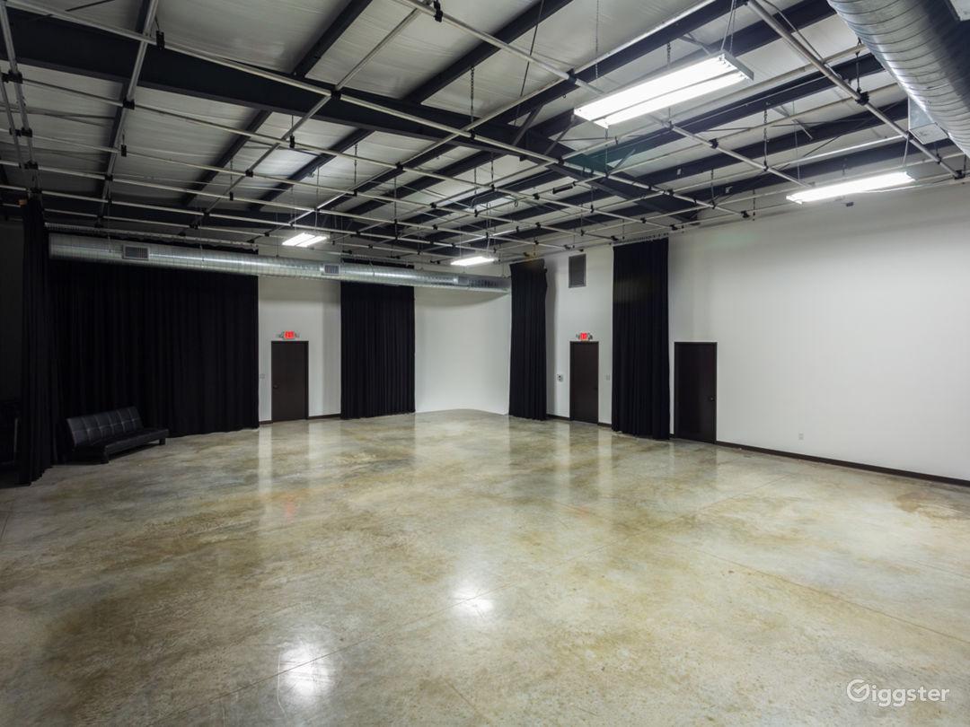 Large Production Studio Right Outside of Houston Photo 2