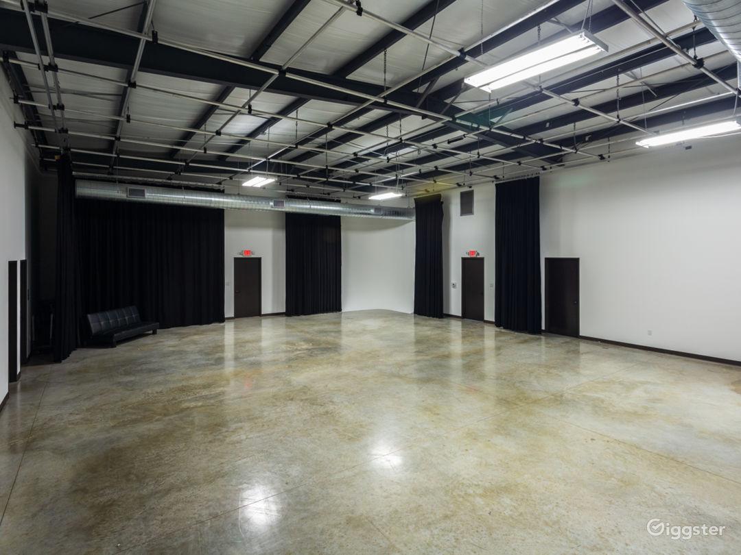 Large Production Studio Right Outside of Houston Photo 3