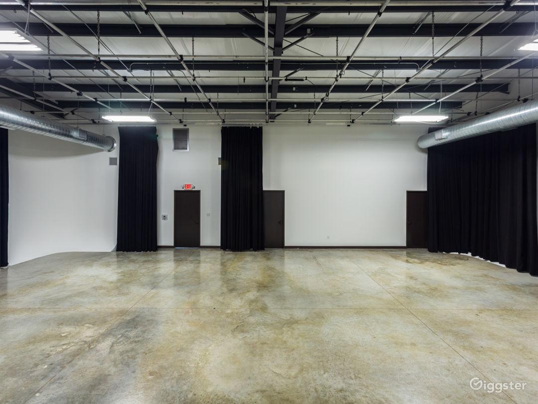 Large Production Studio Right Outside of Houston Photo 4