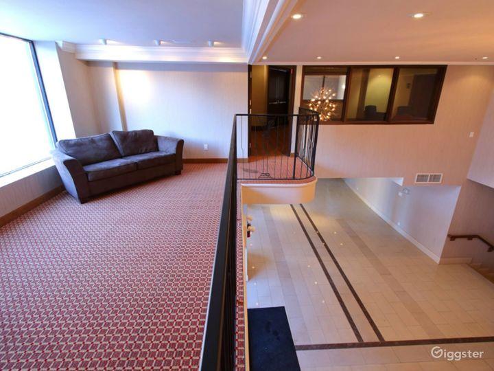 Private Mezzanine for VIP Receptions - Breakout - Board Room  Photo 5