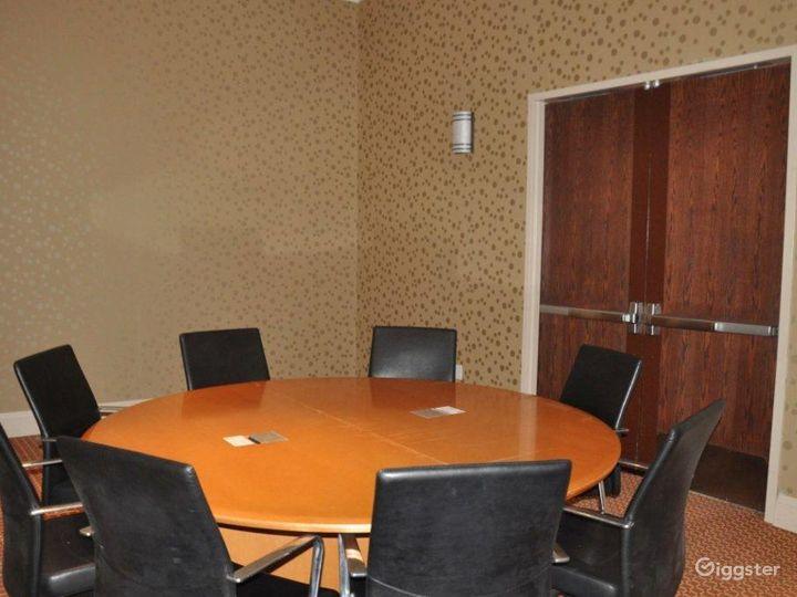 Private Mezzanine for VIP Receptions - Breakout - Board Room  Photo 4