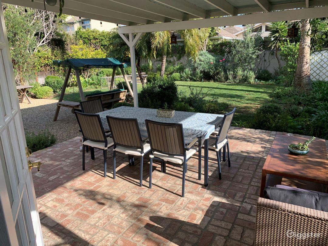 Patio/courtyard to garden