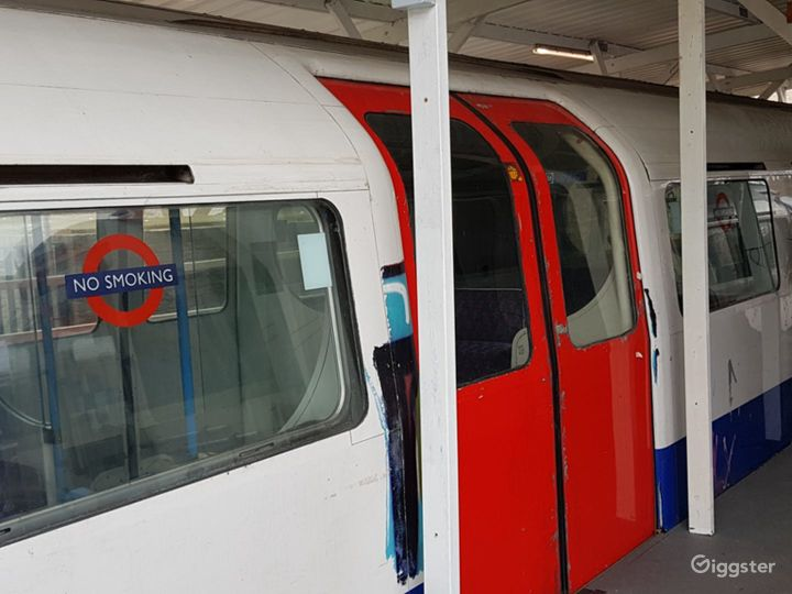 Original Tube Carriages in London Photo 5