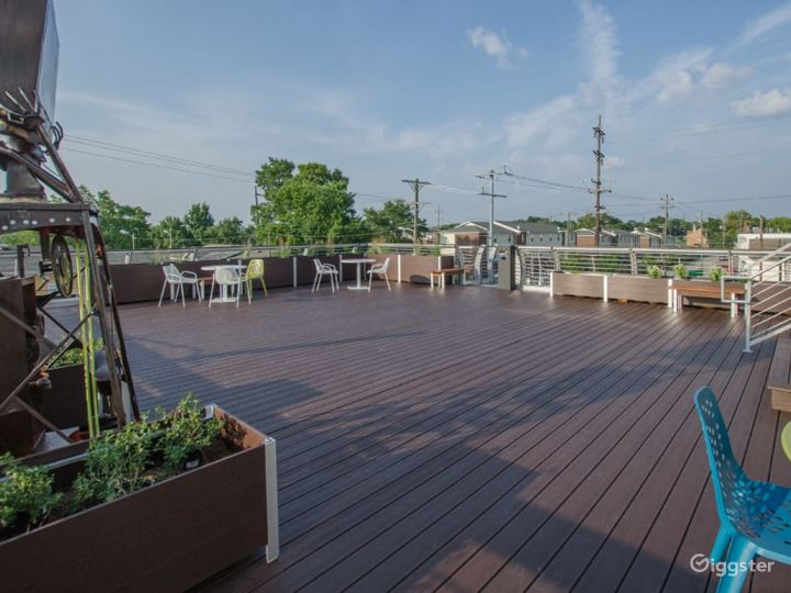 Roof Deck Lounge Photo 5