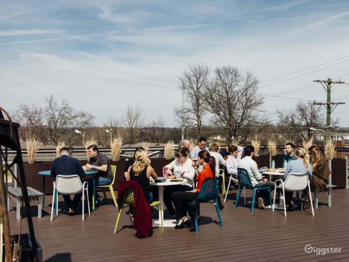 Roof Deck Lounge Photo 4