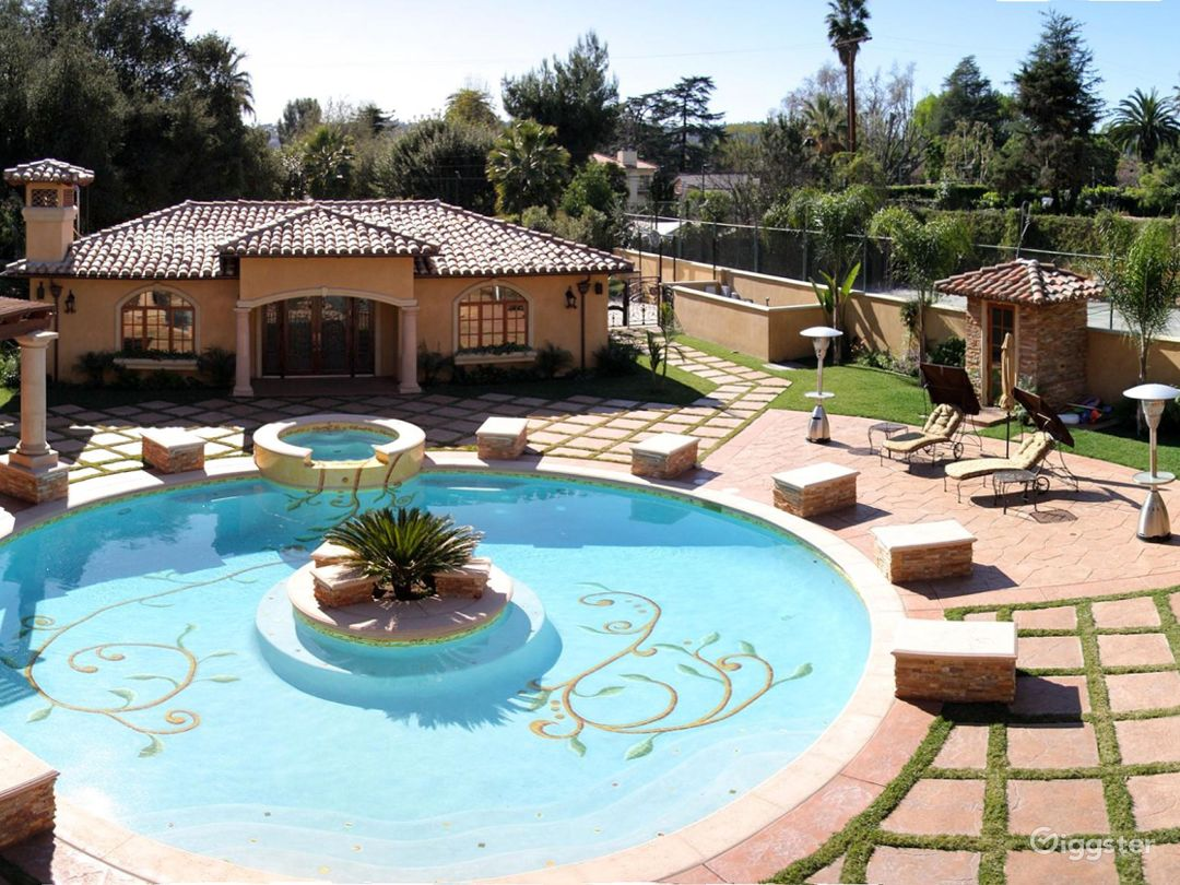 Luxury Beautiful Spanish Mansion great for Events  Photo 1