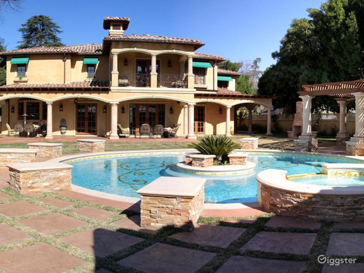 Luxury Beautiful Spanish Mansion great for Events  Photo 4