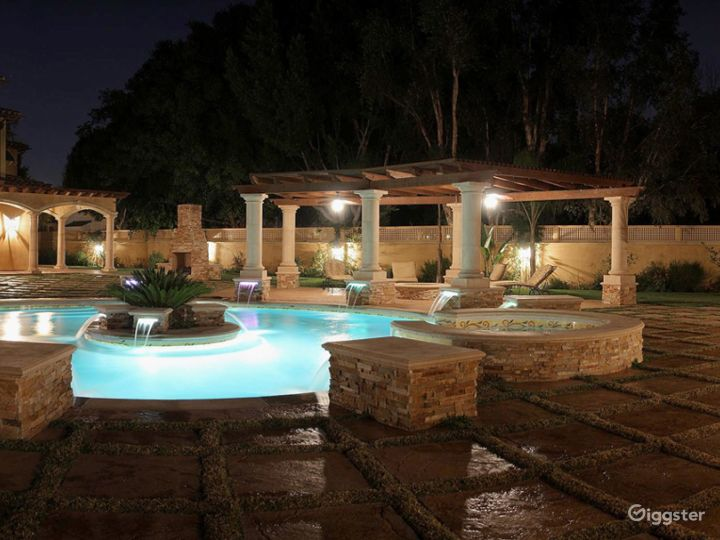 Luxury Beautiful Spanish Mansion great for Events  Photo 3