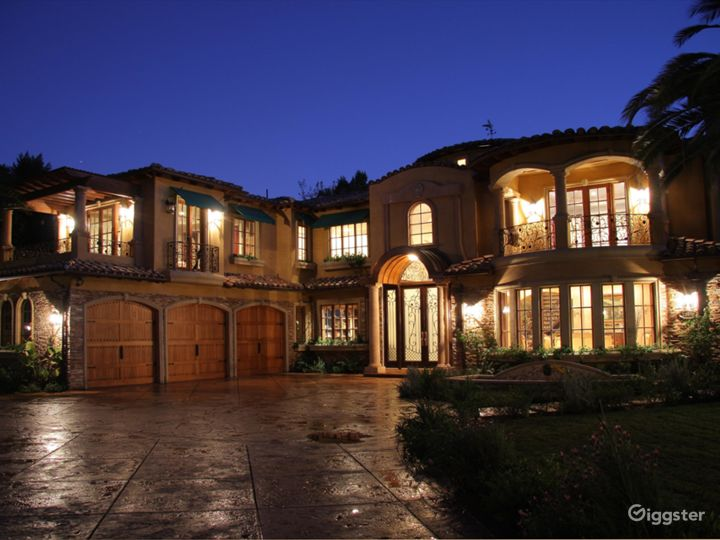 Luxury Beautiful Spanish Mansion great for Events  Photo 2