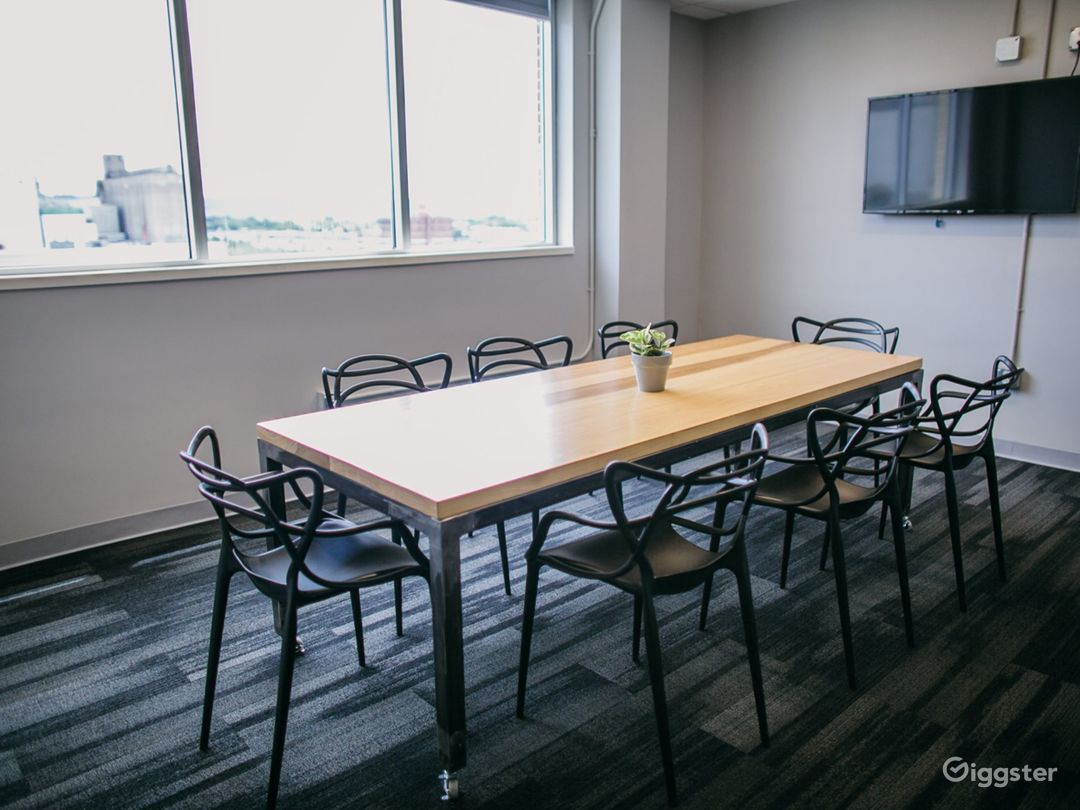 Great Natural Light Conference Room in Downtown Chattanooga Photo 1
