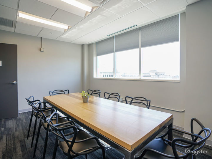 Great Natural Light Conference Room in Downtown Chattanooga Photo 3