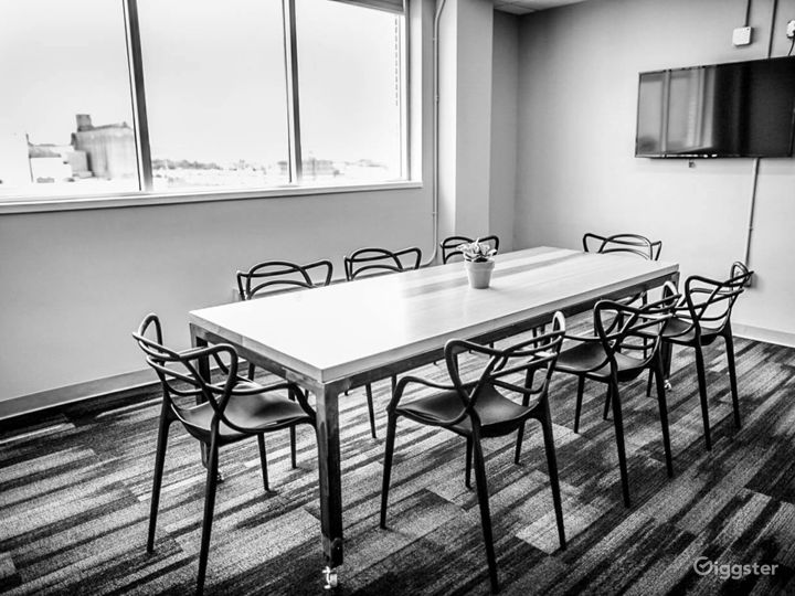 Great Natural Light Conference Room in Downtown Chattanooga Photo 4