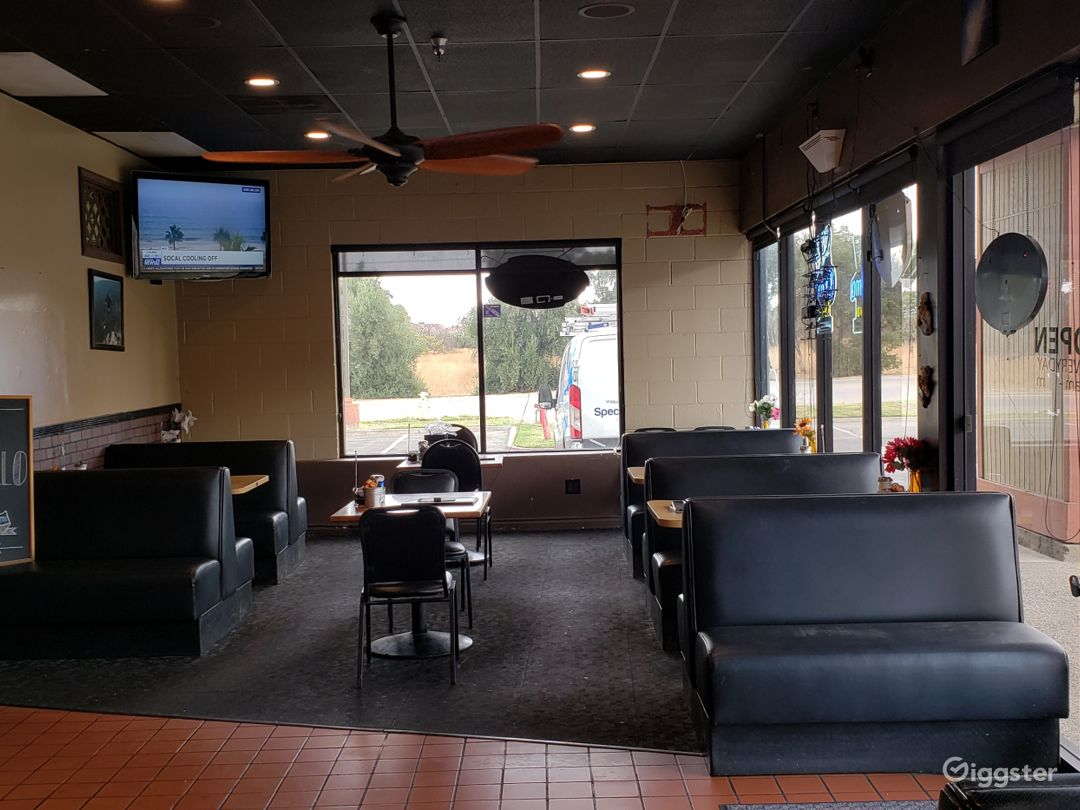 Dual areas make venue appear  as a larger restaurant, or smaller restaurant.