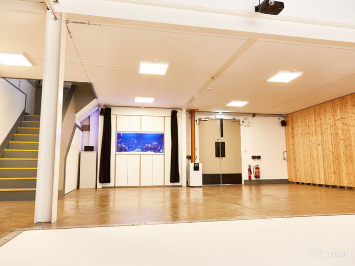 Contemporary Styled Venue in London Photo 2