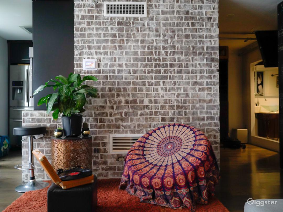 Eccentric Midtown Studio, Natural Light Photo 1