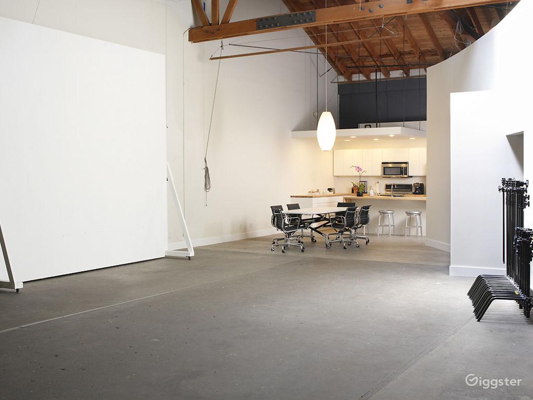 Client friendly  Photo Studio with full Kitchen Photo 1