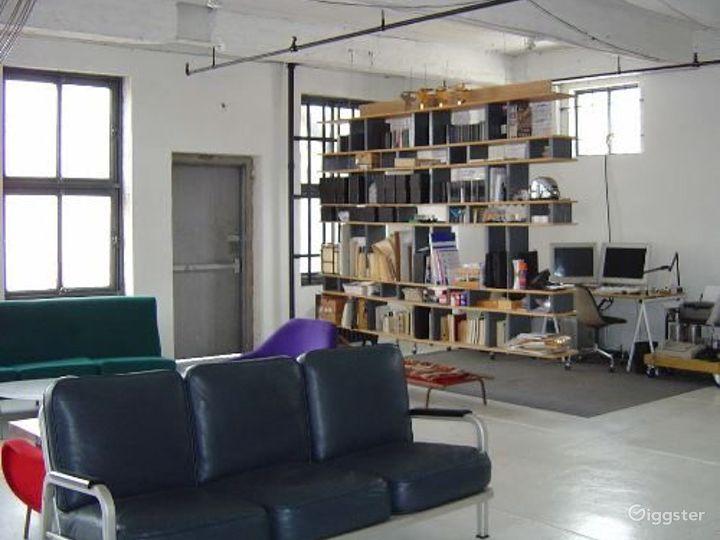 Loft like minimal apartment: Location 2937 Photo 4