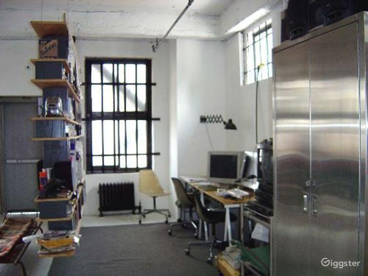 Loft like minimal apartment: Location 2937 Photo 3