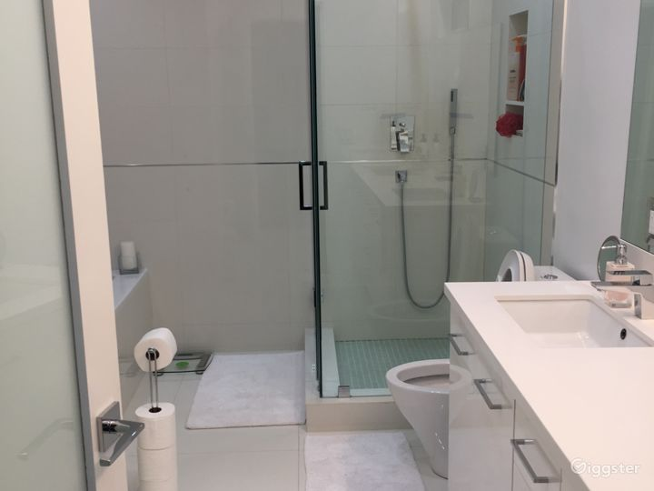Newly Renovated Chic Modern, Smart Home Photo 3